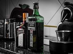 40 a la sombra (Luicabe) Tags: metal interior cocina alcohol whisky luis passport azulejo cristal zamora roca botella cointreau cabello cafetera licor granito encimera yarat1 enazamorado luicabe