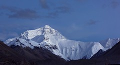 After Sunset at Mt Everest, Tibet 2015 (reurinkjan) Tags: tar aftersunset 2015 tibetautonomousregion jomolangma ütsang བོད་ལྗོངས། tibetanplateauབོད་མཐོ་སྒང་bötogang tibetབོད himalayamountainsགངས་རི་དབང༌ dingriདིང་རི།county snowmountainགངས་རི།gangsri natureofphenomenaཆོས་ཀྱི་དབྱིངས་choskyidbyings snowཁ་བ།khaba landscapesceneryརི་ཆུ་ཡུལ་ལྗོངསrichuyulljongsrichuyünjong natureརང་བྱུང་ཁམས་rangbyungrangjung landscapepictureཡུལ་ལྗོངས་རི་མོyulljongsrimoyünjongrimo himalayaཧི་མ་ལ་ཡ་ landscapeཡུལ་ལྗོངས།yulljongsyünjong རི་himalayamtrangeརྒྱུད་ཧི་མ་ལ་ཡrigyühimalaya earthandwaternaturalenvironmentས་ཆུ་sachu himalayasརི་གངས་ཅནrigangchen tibetanlandscapepicture snowmountainས་འཛིན་དཀར་པོ་sadzindkarposandzinkarpo ©janreurink ༢༠༡༥་ mteverestladyofglaciersཇོ་མོ་གླང་མ་རིjomolangmari mteverestཇོ་མོ་གླང་མjomolangma mteverestཇོ་མོ་གངས་ཅན་རིjomogangchenri ladyofthewhitesnowmteverestཇོ་མོ་གངས་དཀརjomogangkar
