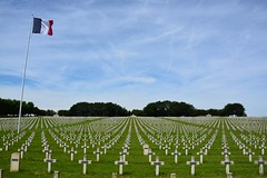 La Targette French Military Cemetery (Neuville-Saint-Vaast, France 2016) (paularps) Tags: france history memorial europa europe frankrijk battlefield greatwar worldwar1 geschiedenis oorlog herdenking mmorial arps guerremondiale cwgc battleofthesomme slagveld oorlogsgraven paularps grandguerre 19162016 labatailledusomme