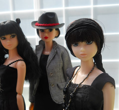 girls with black hair (maggimini) Tags: black fashion blackcat twilight handmade ccs fiance sekiguchi momoko petworks toomuchtooyoung honeywild
