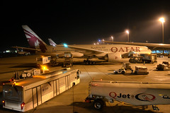 Qatar Airways A7-BBA (Howard_Pulling) Tags: night airport nikon gulf shot boeing 777 doha qatar qatarairways 777200 d5100