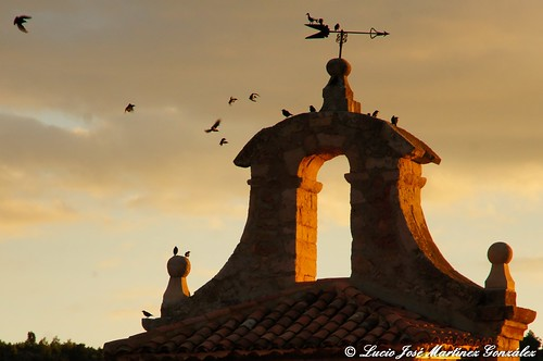 "Salinas del Manzano: Vuelos de otoño • <a style=""font-size:0.8em;"" href=""http://www.flickr.com/photos/26679841@N00/10254258173/"" target=""_blank"">View on Flickr</a>"