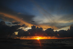 Climandiaro Sunset (Leonard Romero C) Tags: sunset beach puerto atardecer mar colombia playa nubes fotografia caribe atlantico brisa barranquilla galera 2013 justclouds pradomar climandiaro leonardromero