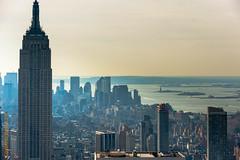 New York (Edi Bhler) Tags: newyorkcity lagune newyork building nature bay natur structure highrise waters bauwerk dach gebude berdendchern hochhaus gewsser vereinigtestaaten 70200mmf28 erhht nikond3 structuredetail aufgebude bauwerkdetail