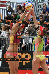 0O8766_R.Varadi (Robi33) Tags: show summer game sport ball court switzerland sand play action competition basel victory player beachvolleyball international block umpire viewers