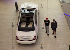 People watchin' (Chrisipe Photography) Tags: people noflash fromabove maybach indoorphotography canon60d mercedesbenzworld