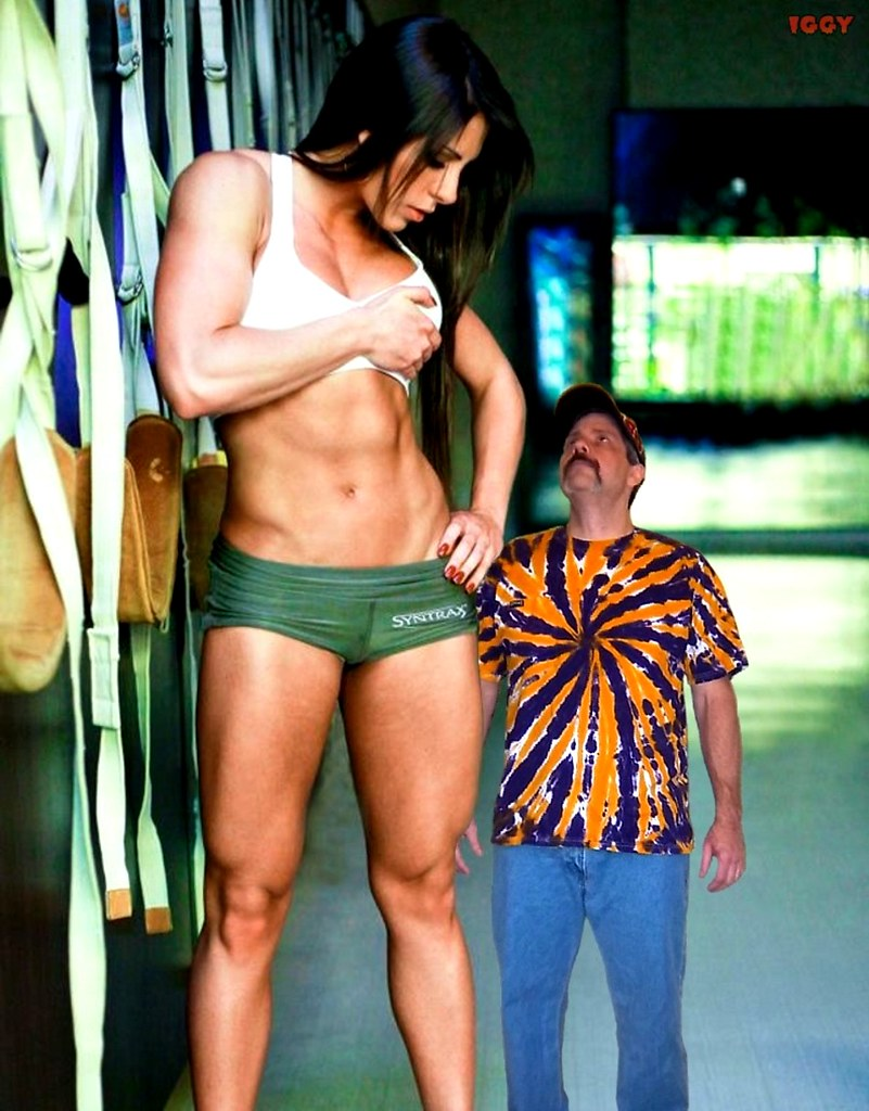 Zooo muscled wife