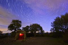Circumpolar. Dolmen de la Cabana de l'Arqueta. Espolla (Jordi Casaponsa) Tags: longexposure dolmen circumpolar fotografianocturna estrelles tokina1116