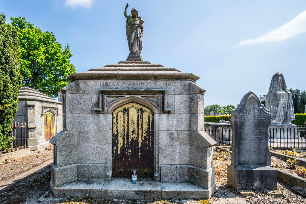 MOUNT JEROME CEMETERY AND CREMATORIUM IN HAROLD'S CROSS [SONY A7RM2 WITH VOIGTLANDER 15mm LENS]-117083