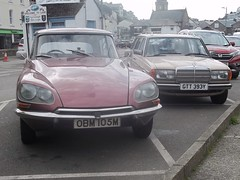 A Classic Couple (occama) Tags: old uk classic cars mercedes benz 1982 cornwall estate duo pair citroen ds 230 1973 pallas ds23 gtt393y obm105m