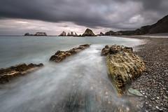 Plage de Gueirua. (Herv D.) Tags: gueirua plage playa beach asturies asturias spain espagne mer seanocan atlantic atlantique poselongue longexposure rochers rocks sunrise leverdesoleil