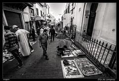 Da de compras (meggiecaminos) Tags: street people bw white black blanco calle strada gente negro streetphotography bn morocco marocco marruecos bianco nero tanger urbanlandscape fotografaurbana lamedina