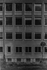jontb1 (funkjonas) Tags: blackandwhite bw architecture analog sw schwarzweis schwarzundweis