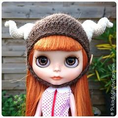 The horns gave me a headache  #blythehat #Blythe #Blythecon #customdoll #horn #sheep #dollphotography #crochet #blythecustom #doll (pukadoblythefashion) Tags: doll sheep crochet blythe horn dollphotography customdoll blythecustom blythehat blythecon