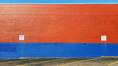 Pittsburgh, Wall of Q-Dot parking lot (real00) Tags: pittsburgh urban landscape urbanlandscape wall abstract geometric parking red blue horizontal stripdistrict