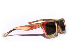 Skate wood sunglasses 2 (daizo davide.zorzi) Tags: skate skateboard handmade diy doityourserf do it yourserf board woof color colour sunglasses artigianal fattiamano artigianale occhiali legno strati lenti uccellino uccello bird polarized