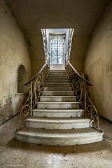8Z1A5916-1 (wernkro) Tags: indoor treppen gelnder lostplace villapilar krokor