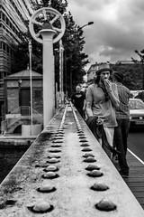 Homme au chapeau (aurel942014) Tags: paris fujifilm noiretblanc x100t bw blackandwhite homme street aurelien chevalier pont seine quai