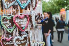 <love> <amor> (neus_oliver) Tags: street people love germany hearts couple message bokeh amor streetphotography fair send sweets romantic missyou tesoro mnster sonnenschein lebkuchenherz lvm lebkuchenherzen lovewords rabauke lavueltaalmundo