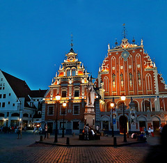 House of Blackheads on Town Hall Square in Old Town of Riga, Latvia. June 24, 2016 (Aris Jansons) Tags: night facade square europe baltic latvia oldtown riga blackheads 2016 rga latvija