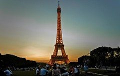 From a day Paris to the-, tour eiffel, Picnic with my friends. (SUNA_PHOTOGRAPHY) Tags: party paris france tower nature beautiful architecture night all memories sucks effel