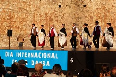 Da de la Danza (169) (calafellvalo) Tags: ballet girl youth dance fiesta child dancers danza folklore calafell tnzer nios tanz sitges baile flamenco garraf tanzen danser alegra roco juventud espectaculo danseurs costadorada calafellvalo rocieras esbarts danzadansabaileflamencoballetarmoniaolddancedancingbailarinas tanzmisik
