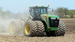 John Deere 9560R Tractor (basicbill) Tags: field illinois corn farm harvest equipment machinery fields farmer agriculture soybeans wwwbasicbillcom