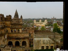 "palacios de Orchha • <a style=""font-size:0.8em;"" href=""http://www.flickr.com/photos/92957341@N07/8725147184/"" target=""_blank"">View on Flickr</a>"