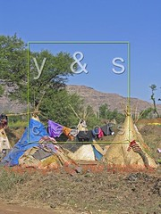 JL050029 (yoyogyogi) Tags: life travel roof india landscape spread indian traditional style dry rope bamboo huts hut strip maharashtra wai cloth shelter cloths shape strips makeshift drying satara vagabonds payacom