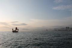 (MonsieurOchon) Tags: sunset hk skyline hongkong bay boat junk victoria kowloon hongkongbay hongkongjunk