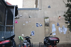 Gz'up (Ausmoz) Tags: street urban streetart paris pasteup art collage collages decal octopuss rue mur decals murs urbain pieuvre poulpe 75011 poulpes pieuvres gzup