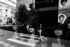 [Legnano, luci e ombre] (Luca Napoli [lucanapoli.altervista.org]) Tags: street reflections vetrina lombardia bianconero legnano riflessioni rx100 negoziodiparrucche livingtheprovinces sonyrx100