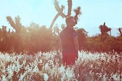 Relicario (Monsieur Girn) Tags: boy summer flower colors fashion mexico desert verano desierto montaa monterrey cumbres