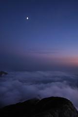 ( ake it uky ) Tags: sunset mountain nature nikon tramonto peak natura luna lc notte lecco stelle grignetta vetta brioschi grigna d80 morrolo 2410m birroschi