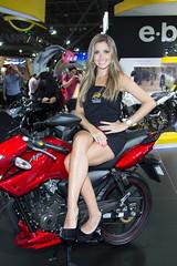 Modelo no Salo duas rodas 2013 (Ricardo Shoji) Tags: beauty bike canon model modelo moto ef duas rodas salo f4l 24105mm 2013 dafra
