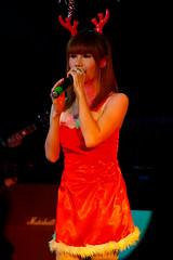 Cute Reindeer Singer (Rickloh) Tags: music woman girl asian pretty singing live performance rick samsung thai singer singers nx mirrorless nx11 rickloh nxsg