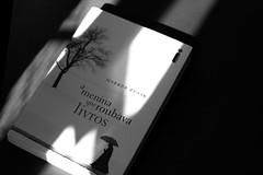 The Book Thief (over the rainbow ~) Tags: light bw luz canon 50mm book pb livro thebookthief ameninaqueroubavalivros canont3i