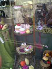 cakes knitted (vw4y) Tags: cakes wool knitting knitted marketstreet windowdisplay newtown woolshop