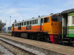 SRT 4042, departing Chaiya for Chumpon on Train 446. (Barang Shkoot) Tags: thailand engine loco coco thai locomotive ge siam cummins gek generalelectric srt livery 4042 rsr rotfai chaiya