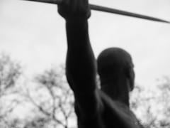 Fokussierung des Ziels - to focus the target (Sockenhummel) Tags: statue bronze fuji skulptur finepix fujifilm volkspark x20 speerwerfer bronzeskulptur volksparkwilmersdorf karlmbius fujix20
