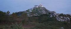Cabo Fisterra e faro (J. Arcay) Tags: faro fisterra lighthouse coastallandscape faros baliza buoy beacons balise phare radiofari sinal farol