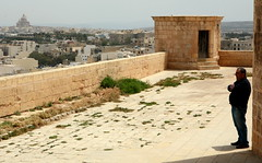 La Sentinella (Tengen Toppa Kaitsuu Me) Tags: citadel malta walls mura cittadella rabat gozo sentry noprocessing sentinella