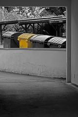 Hinterhof (21) (Rüdiger Stehn) Tags: 2016 2000er 2000s europa mitteleuropa deutschland germany norddeutschland schleswigholstein kielravensberg bauwerk profanbau colorkeying gebäude canoneos550d