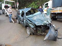 carro cai blumenau (10) (JAIME BLUMENAU SC) Tags: rio acidente capotamento blogdojaime caiunorio carrocaiunorio