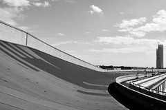 Curvatura - Curving. (sinetempore) Tags: curvatura track curving pista biancoenero blackandwhite torino turin lingotto palazzodelcomune exstabilimentofiat exfiatfactory nuvole clouds