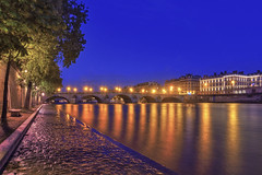 The Royal Bridge , Paris (StephanieB.) Tags: longexposure light paris water seine night docks river bordeaux royal pont reflexions extrieur nuit reflets humidity lumires fleuve pavs quais humide expositionlongue pontducarrousel pavments