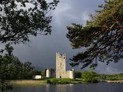 Ross Castle (beeldmark) Tags: ireland sky lake building nature landscape meer natuur sunny kerry killarney lucht ie landschap gebouw ierland ire zonnig cillairne
