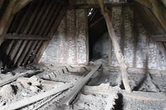 IMG_3095 (De Tuinen van Servaas en Dorothe) Tags: duiven mest dakgoot stof gebinte