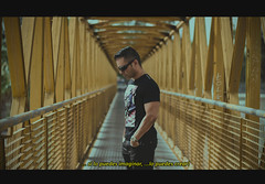 COMING SOON (oroyplata.) Tags: bridge selfportrait film valencia yellow pose magazine puente fine cine x pasarela pelicula gafas rafa 35 chulo diapositiva mosel puntodefuga subtitulos fotograma macas oroyplata