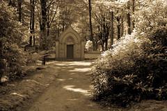 small mausoleum (Harm Roelofzen) Tags: castle cemetery graveyard arnhem mausoleum kasteel kerkhof rosendael rozendaal